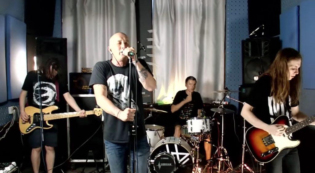 Онлайн-концерт группы Пионергалерь Пыльная Радуга в Твери: видеосъемка
